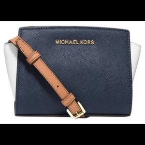 Michael Kors mini Selma color black leather purse